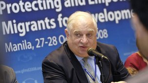 Peter Sutherland, UN, Goldman Sachs, Bilderberger, Ölindustrie, London School of Economics, GATT, WTO, Globales Forum für Migration, EU-Kommission